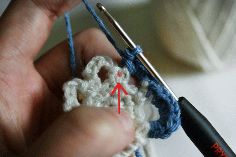 slip-stitch-between-the-sc