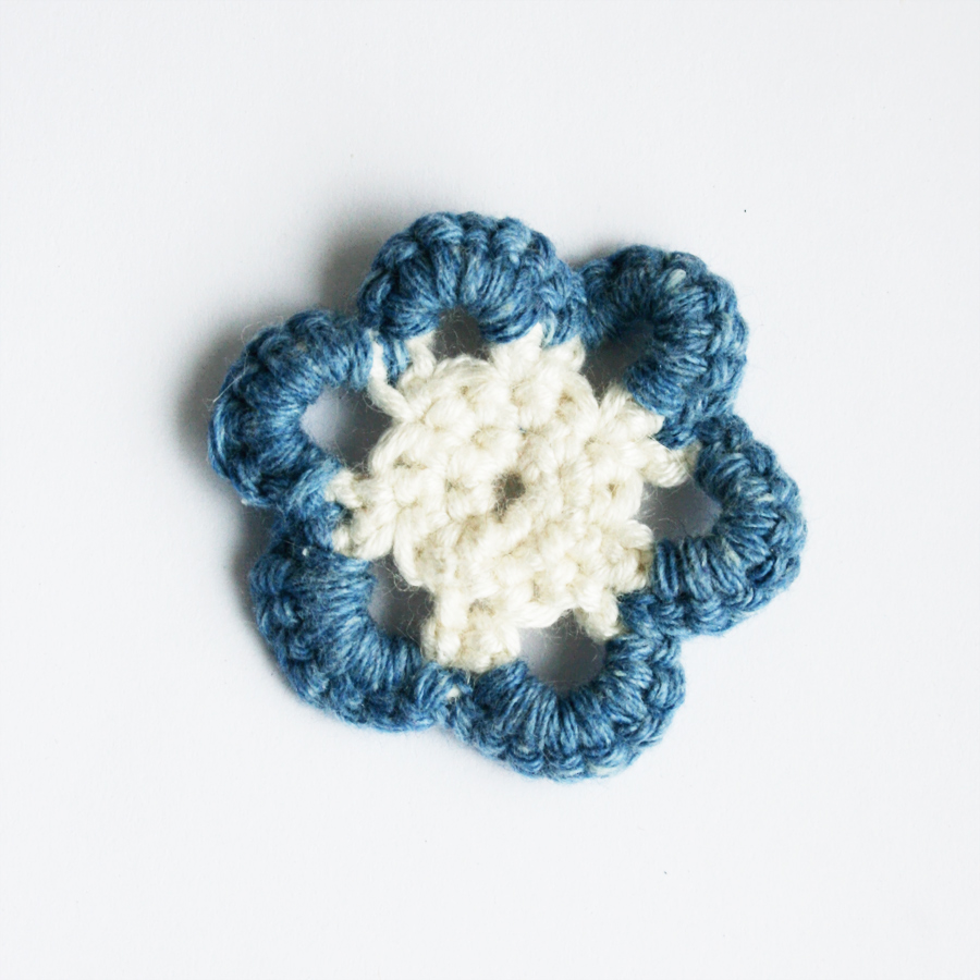 Crocheting With Fingers : Two-Tone Crochet Flower