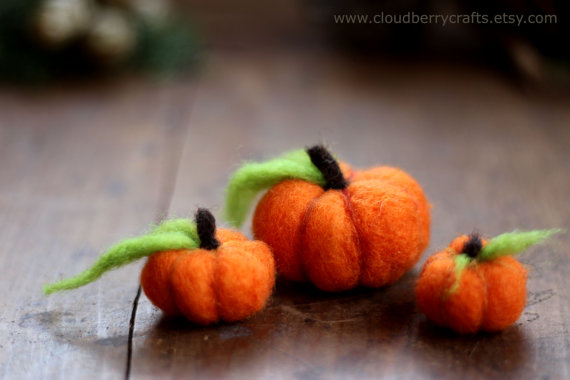 Needle felted pumpkins by CloudBerryCrafts on Etsy