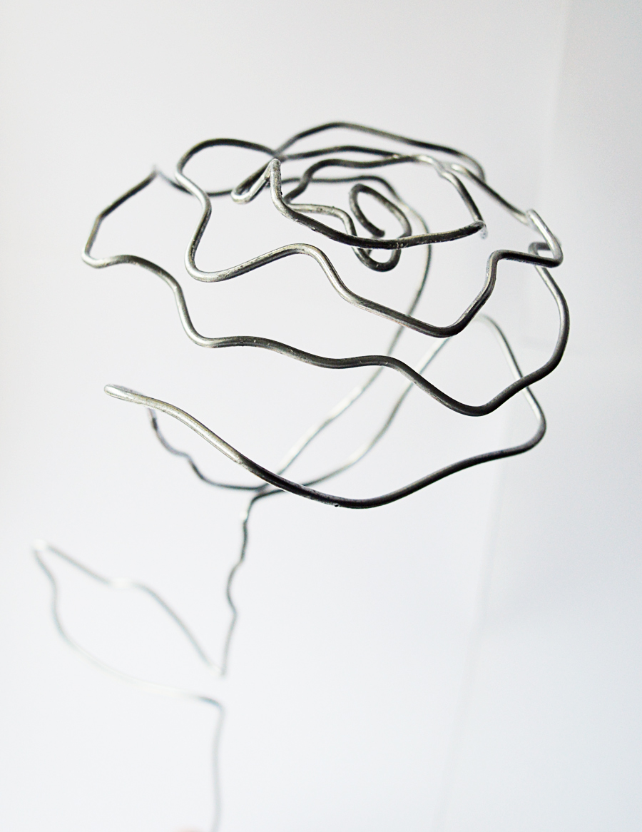 DIY wire rose #industrial decor | craftingfingers.co.uk