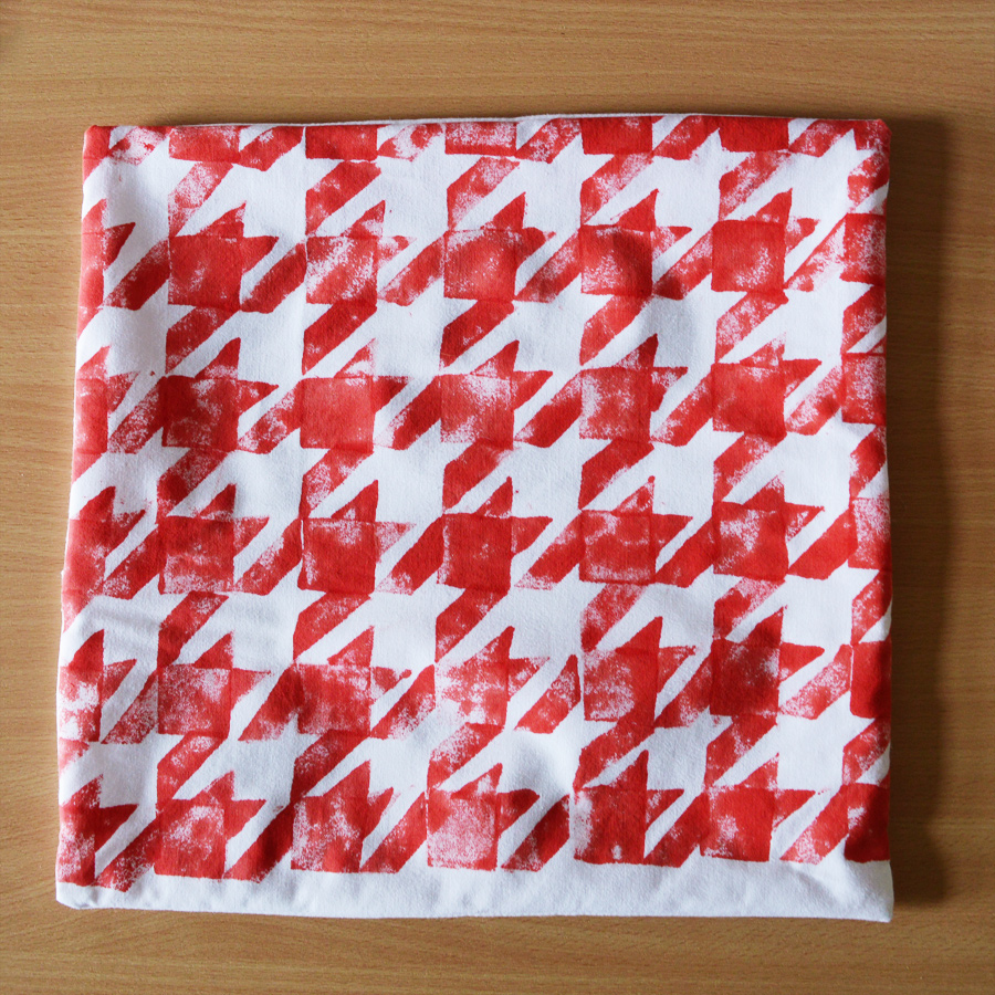 DIY houndstooth tutorial #stamping #fabric #sewing craftingfingers.co.uk