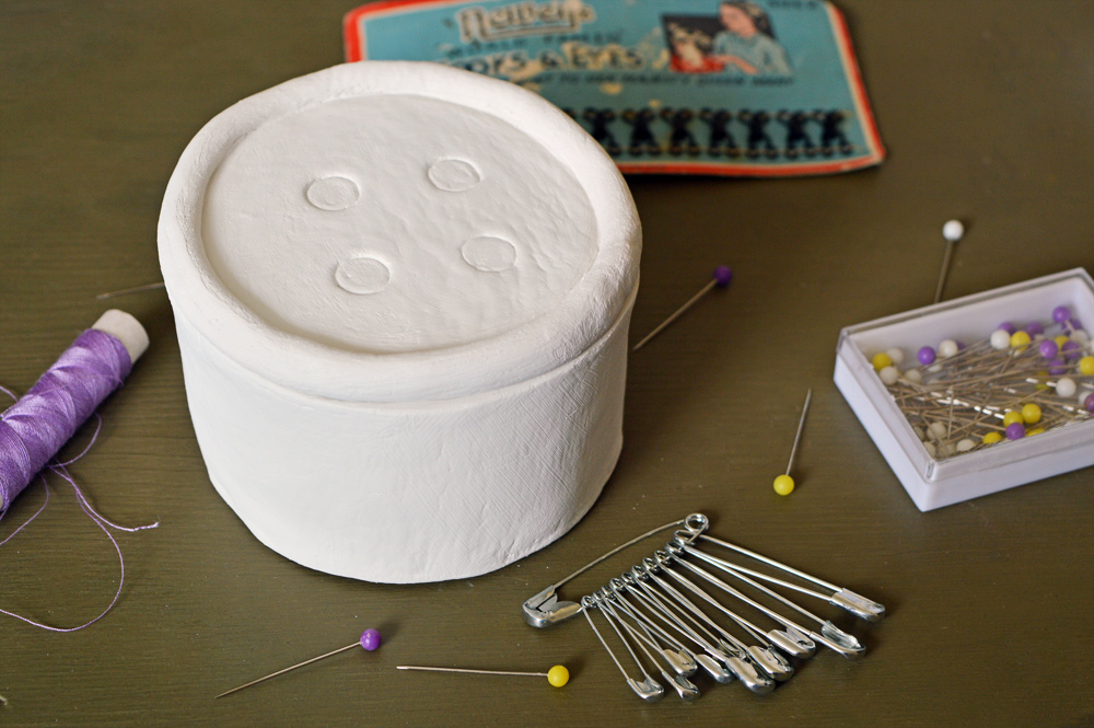 DIY button shaped trinket box #clay #chalkpaint #tutorial
