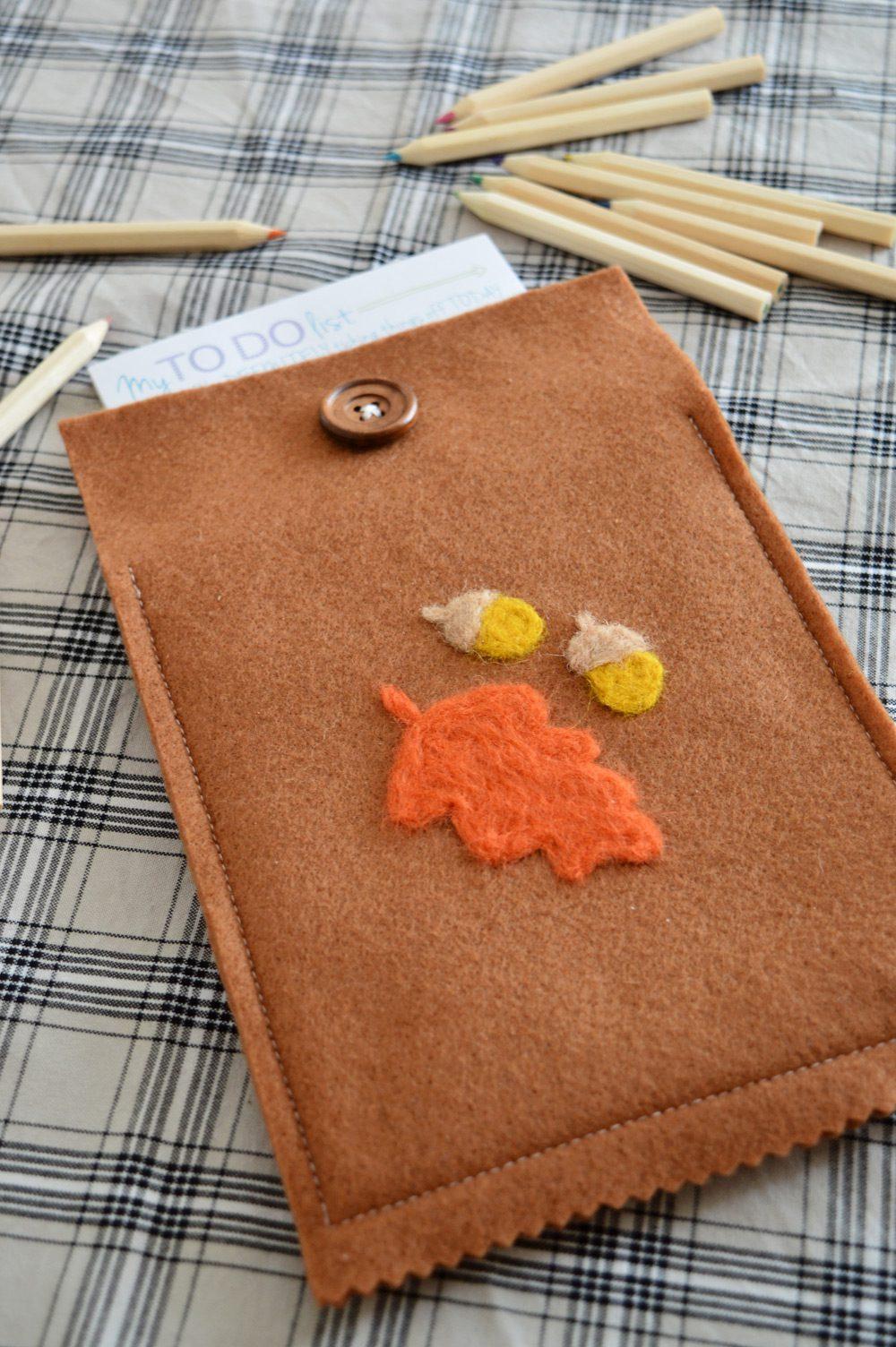 DIY felt notepad cover | sewing, needle felting
